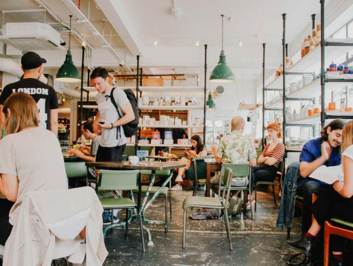 Conseils pour savoir créer son réseau d'affaires à Montréal alors qu'on est expatrié - Photo par Toa Heftiba