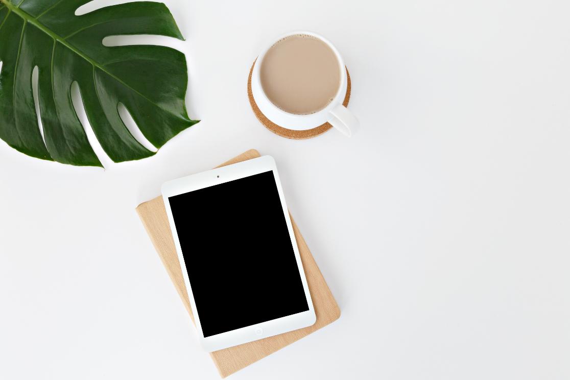 Découvrez les arguments et les contraintes à ajouter à la stratégie de communication de votre entreprise un blog à votre site internet. Un article à ne pas rater pour les entrepreneuses et porteuses de projet - Photo par Leone Venter