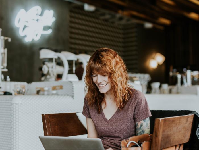 Découvrez la boutique en ligne de Chaprgirl qui permet d'accéder à des formations pour les entrepreneurs en communication, marketing, managerment et démarche commerciale. Photo par Brooke Cagle